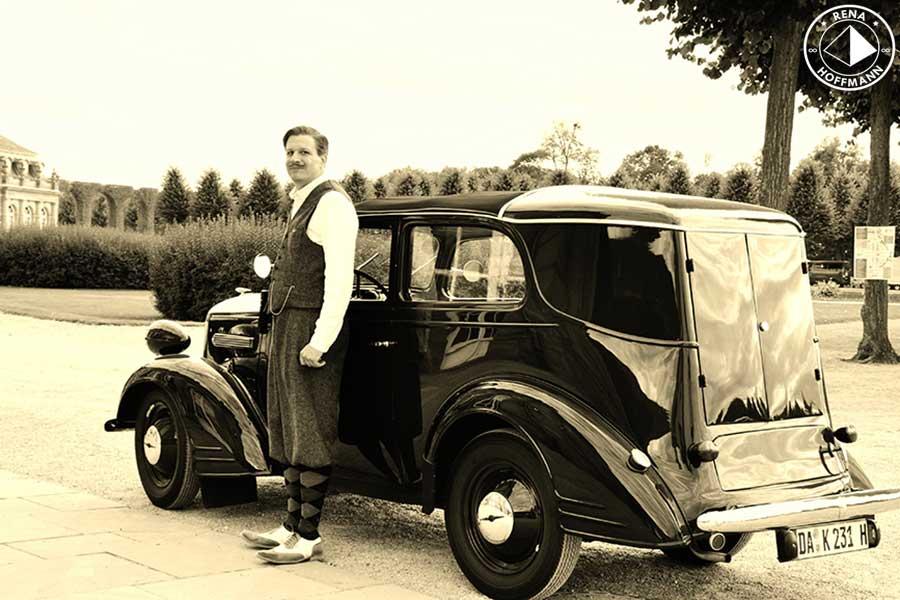 """"""" Holzwurm"""" nennt der Besitzer liebevoll seinen Opel 1,3 Liter Kombi Wink, D 1934. Holzkarosserie und mit zu dieser Zeit absolut innovativ, die achslose Vorderradaufhängung. Foto: Rena Hoffmann"""
