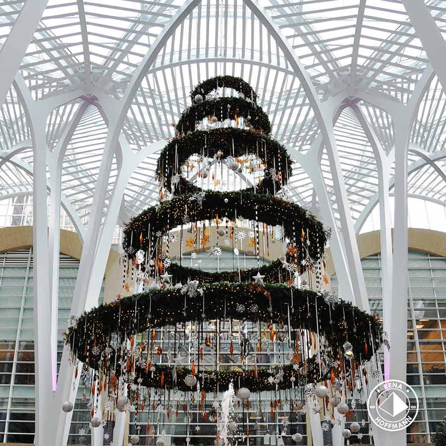 x-mas tree in moderner Architektur integriert